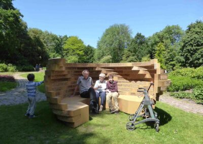 Sculpturale bank, Buzzbench is a sitting area and biotope for wild bees