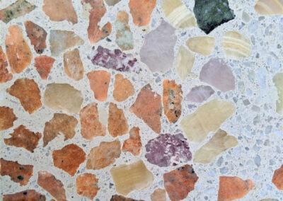 bloembank-detai: terrazzo-beton-natuursteen-aventurijn, calciet, rozenkwarts, onyx, rosso verona, incablauw